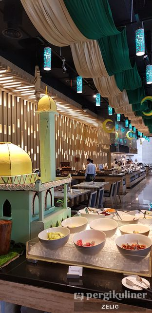 Foto 2 - Interior di Catappa Restaurant - Hotel Grand Mercure Kemayoran oleh @teddyzelig