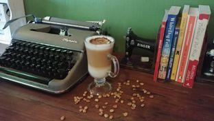 Foto 8 - Interior di Blumchen Coffee oleh om doyanjajan