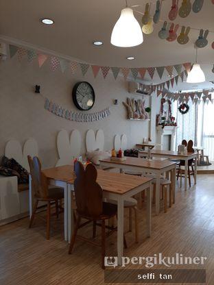 Foto 4 - Interior di MyBunBun Rabbit Cafe oleh Selfi Tan