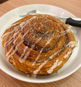 Foto 3 - Makanan(Cinnamon Roll) di Olive Tree House of Croissants oleh Jocelin Muliawan