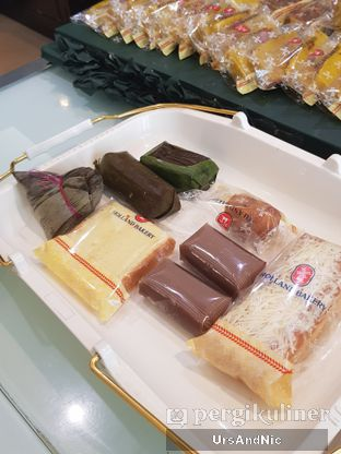 Foto review Holland Bakery oleh UrsAndNic  1