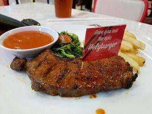 Foto 3 - Makanan di Steak Hotel by Holycow! oleh Theodora