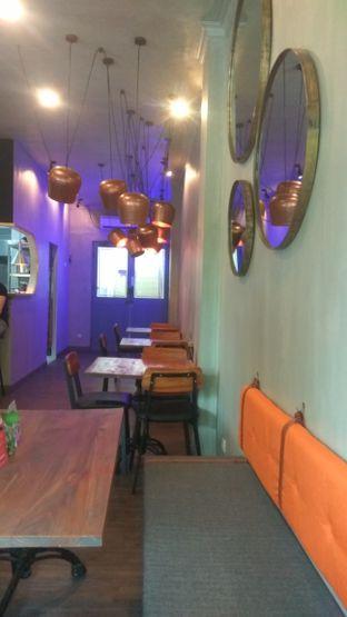 Foto 4 - Interior di Burns Cafe oleh Renodaneswara @caesarinodswr