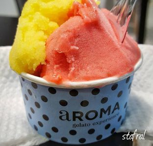 Foto - Makanan(Orange with Ginger and Raspberry Gelato) di Aroma Gelato oleh Stanzazone
