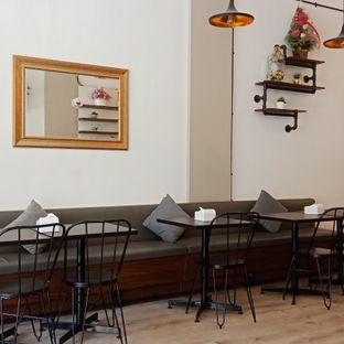 Foto 5 - Interior di Five Spice Eatery and Coffee oleh Fensi Safan