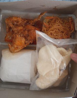 Foto 1 - Makanan(Nasi Kotak Gulai Ayam (IDR 20k) ) di Warteg Gang Mangga oleh Renodaneswara @caesarinodswr