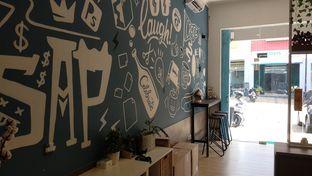 Foto 4 - Interior di Caffedose oleh Ester A