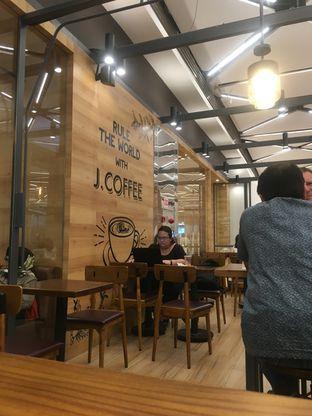 Foto 5 - Interior di J.CO Donuts & Coffee oleh Prido ZH