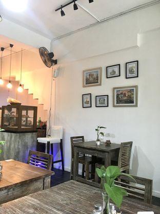 Foto 3 - Interior di PLUIE Cafe & Resto oleh Prido ZH