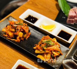 Foto 3 - Makanan(assorted kimchi) di WAKI Japanese BBQ Dining oleh Andrew X Hubert