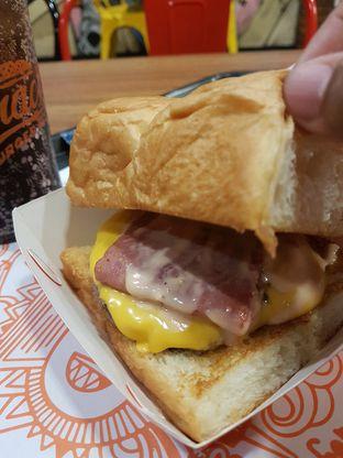 Foto 2 - Makanan di Smack Burger oleh El Yudith
