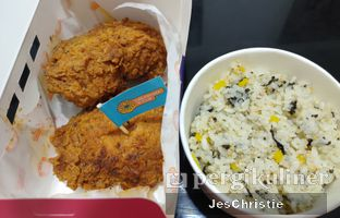 Foto 1 - Makanan(Moon Fried Chicken + Jumeokbap Rice) di Moon Chicken oleh JC Wen