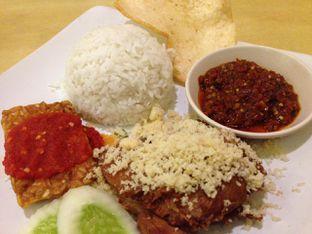 Foto 2 - Makanan di Ayam Tulang Lunak Hayam Wuruk oleh awakmutukangmakan
