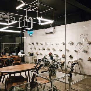 Foto 10 - Interior di Paradigma Kafe oleh Della Ayu