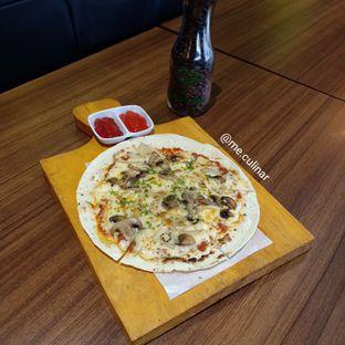 Foto 3 - Makanan(Classic Mushroom Pizza) di Foresthree oleh Nika Fitria