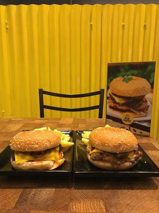 Foto 6 - Makanan di FIX Burger oleh yudistira ishak abrar