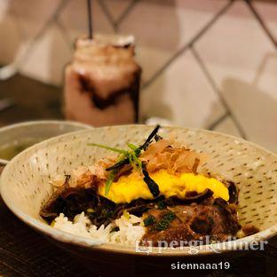 Foto 1 - Makanan(gyutan donburi) di Lucky Cat Coffee & Kitchen oleh Sienna Paramitha