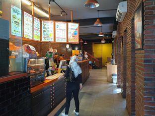 Foto 6 - Interior di Smack Burger oleh Amrinayu