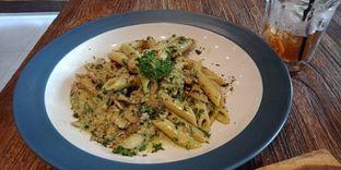 Foto 1 - Makanan(Pesto con polo (IDR 65k) ) di Pizzeria Cavalese oleh Renodaneswara @caesarinodswr