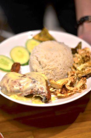 Foto 2 - Makanan di Sambal Khas Karmila oleh Couple Fun Trip & Culinary