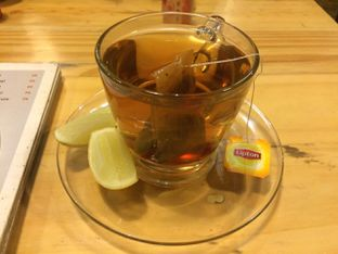 Foto 1 - Makanan(Hot Lemon Tea) di Lawang Wangi Creative Space Cafe oleh Irine