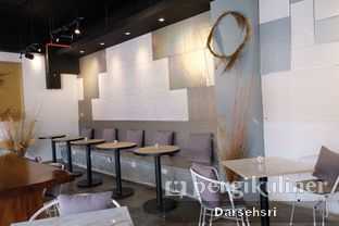 Foto 8 - Interior di Turn On Coffee & Eatery oleh Darsehsri Handayani
