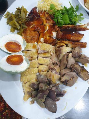 Foto - Makanan di Bubur Ayam Mangga Besar 1 oleh Levina JV (IG : levina_eat )