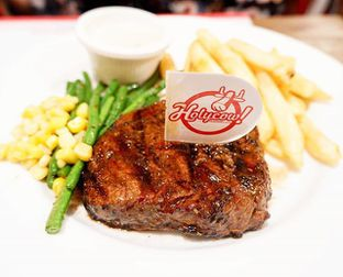 Foto 1 - Makanan di Holycow! STEAKHOUSE by Chef Afit oleh Hendry Jonathan