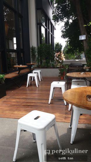 Foto 11 - Interior di Crematology Coffee Roasters oleh Selfi Tan