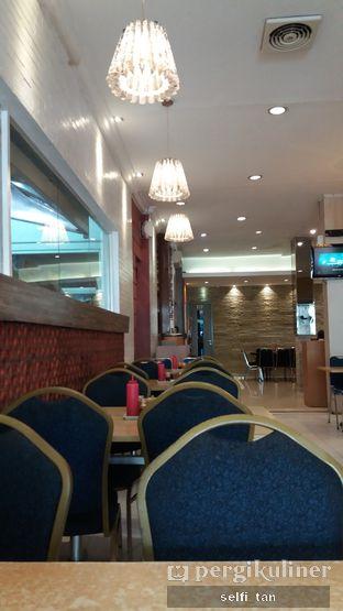 Foto 4 - Interior di Bakmi Berdikari oleh Selfi Tan