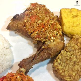 Foto - Makanan di Ayam Gepuk Pak Gembus oleh Marisa Aryani