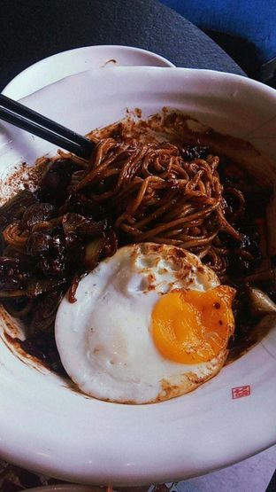 Foto 15 - Makanan(Jjajangmyeon ) di Noodle King oleh duocicip
