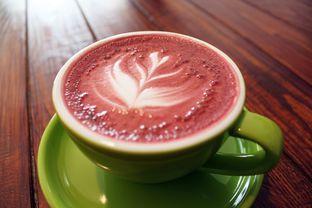 Foto 7 - Makanan(Red Velvet Latte) di Retorika Coffee oleh Wisnu Narendratama