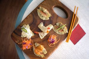 Foto 1 - Makanan di Gyoza Bar oleh Astrid Huang | @biteandbrew