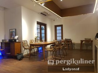 Foto 5 - Interior di Simetri Coffee Roasters oleh Ladyonaf @placetogoandeat