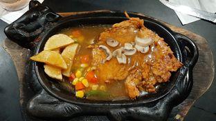 Foto 1 - Makanan di Waroeng Steak & Shake oleh catgoesmiawyaw