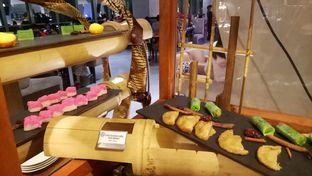 Foto 10 - Makanan(jajanan pasar) di Collage - Hotel Pullman Central Park oleh maysfood journal.blogspot.com Maygreen