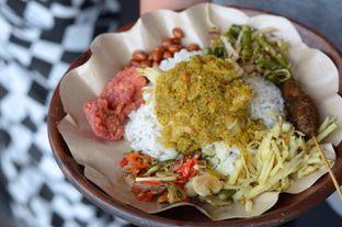 Foto 3 - Makanan(Nasi Campur Babi Guling) di Warung Pradnyani oleh Buncit Foodies