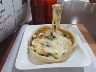 Foto 1 - Makanan(Pizza Mangkok Sapi) di Pizza Mangkok oleh Hndra Lim