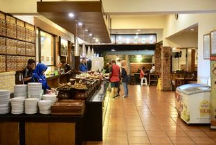 Foto 12 - Interior di Warung Nasi Ampera oleh Prido ZH