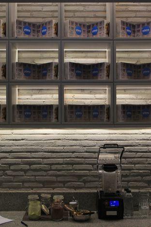 Foto 13 - Interior di YOMS Pisang Madu & Gorengan oleh Prido ZH