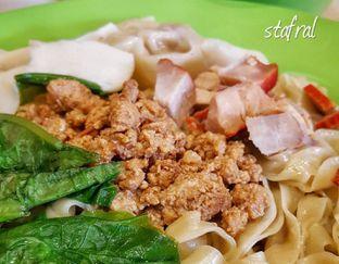Foto - Makanan(Bakmi Jambi) di A Paw Noodle House oleh Stanzazone