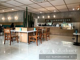 Foto 6 - Interior di Dailydose Coffee & Eatery oleh riamrt