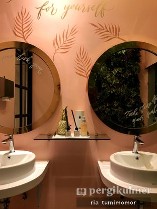 Foto 7 - Interior di Kavove Cafe oleh riamrt