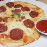Foto pizza beef pepperoni di Dino Bites