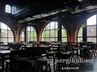 Foto 11 - Interior di The Brotherhood oleh Ladyonaf @placetogoandeat