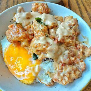 Foto 1 - Makanan(Salted Egg Chicken) di SEC Bowl oleh felita [@duocicip]