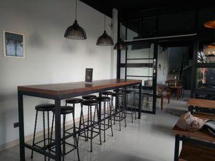 Foto 1 - Interior di KRAH Coffee & Cuisine oleh Kuli Jajan