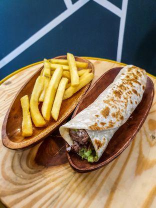 Foto 2 - Makanan(Shawarma) di Emado's Shawarma oleh Adhy Musaad