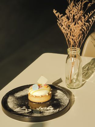 Foto - Makanan(Lemon Tart) di Vallee Neuf Patisserie oleh Elaine Josephine @elainejosephine
